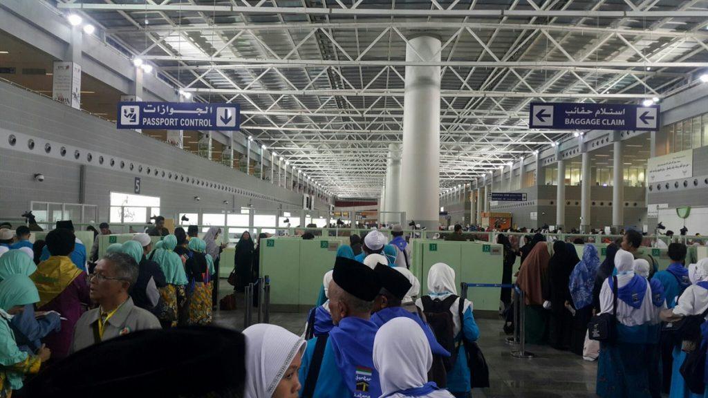 Umroh Promo Murah antrian-jamaah-haji-1024x576 Apasih Perbedaan Antara Haji dan Umrah!