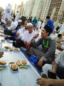 Umroh Promo Murah buka-puasa-225x300 Berkahnya Kota Madinah di Bulan Ramadhan
