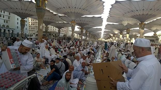 Umroh Promo Murah buka-puasa-di-madinah Berkahnya Kota Madinah di Bulan Ramadhan